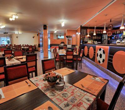 Reštaurácia a letná terasa